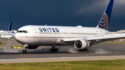 A picture of N657UA - Boeing 767322(ER) - United Airlines - © Kevin Cargo