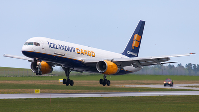 A picture of TFFIG - Boeing 75723A(PF) - Icelandair - © SF 340