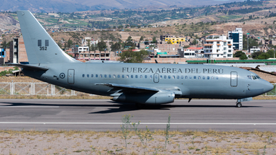 352 - Boeing 737-282(Adv) - Perú - Air Force