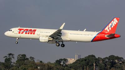 PT-XPF - Airbus A321-211 - TAM Linhas Aéreas
