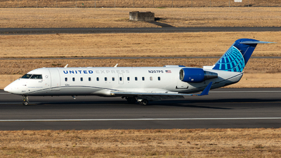 A picture of N207PS - Mitsubishi CRJ200ER - United Airlines - © Russell Hill