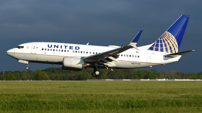 N27722 - Boeing 737-724 - United Airlines
