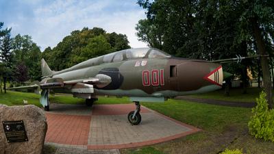 001 - Sukhoi Su-22UM3K Fitter G - Poland - Air Force