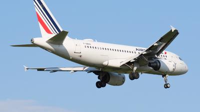 A picture of FGRHX - Airbus A319111 - Air France - © Alex Meunier