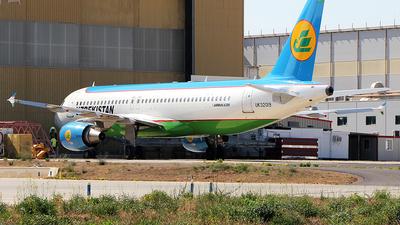 UK32019 - Airbus A320-214 - Uzbekistan Airways