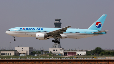 A picture of HL7598 - Boeing 7772B5(ER) - Korean Air - © Luo Tianyi