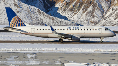 A picture of N119SY - Embraer E175LR - United Airlines - © Oliver J Semple