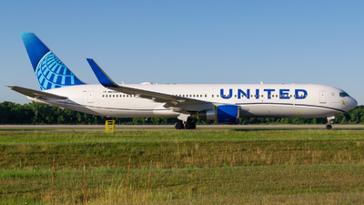 A picture of N670UA - Boeing 767322(ER) - United Airlines - © Positive Rate Photography
