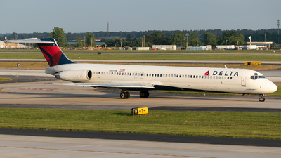 A picture of N917DL - McDonnell Douglas MD88 - [49573] - © Erik Goodfellow