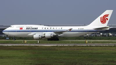 A picture of B2447 - Boeing 7474J6 - Air China - © Helloeddie