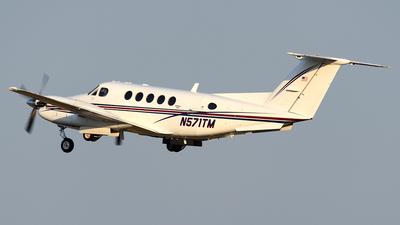 A picture of N571TM - Beech 200 Super King Air - [BB571] - © Agustin Anaya