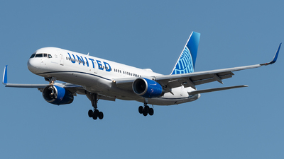 A picture of N48127 - Boeing 757224 - United Airlines - © bill wang