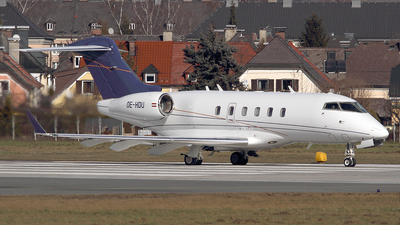 OE-HDU - Bombardier BD-100-1A10 Challenger 300 - LaudaMotion