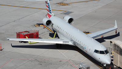 A picture of N740SK - Mitsubishi CRJ701ER - American Airlines - © Alexander Aston