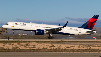 A picture of N703TW - Boeing 7572Q8 - Delta Air Lines - © Alex Crail