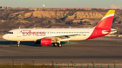 A picture of ECMEH - Airbus A320214 - Iberia Express - © Enrique Rubira