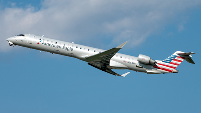 A picture of N564NN - Bombardier CRJ900LR - American Airlines - © Yan777