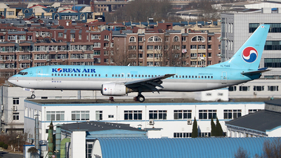 A picture of HL7569 - Boeing 7379B5 - Korean Air - © Eric Page Lu