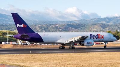 A picture of N957FD - Boeing 75721B(SF) - FedEx - © Cristian Quijano