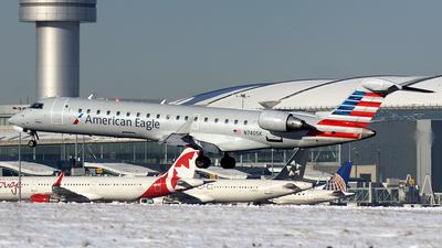 A picture of N740SK - Mitsubishi CRJ701ER - American Airlines - © Tianyi Liu
