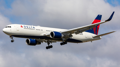A picture of N1612T - Boeing 767332(ER) - Delta Air Lines - © Luo Tianyi