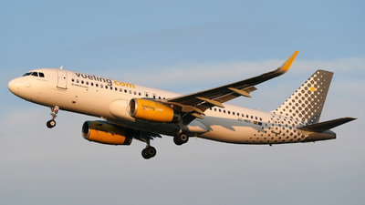 EC-MGE - Airbus A320-232 - Vueling Airlines