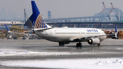 N87513 - Boeing 737-824 - United Airlines