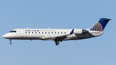 A picture of N930SW - Mitsubishi CRJ200LR - United Airlines - © Marco Papa