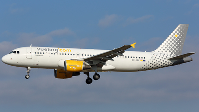 EC-KFI - Airbus A320-216 - Vueling