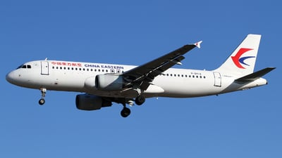 A picture of B2412 - Airbus A320214 - China Eastern Airlines - © M.T