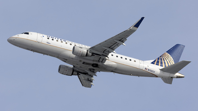 A picture of N130SY - Embraer E175LR - United Airlines - © Jeremy D. Dando