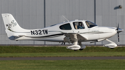 A picture of N321W - Cirrus SR20 - [1727] - © Phil Woods