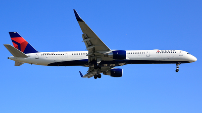 A picture of N587NW - Boeing 757351 - Delta Air Lines - © Jonathan Kang