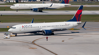 A picture of N883DN - Boeing 737932(ER) - Delta Air Lines - © Mark Lawrence