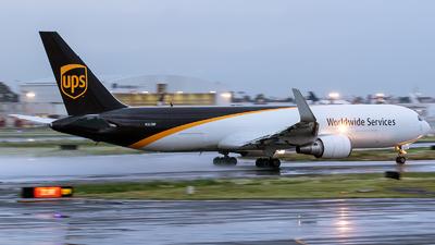 A picture of N322UP - Boeing 76734AF(ER) - UPS - © Iván Cabrero