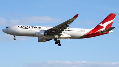 A picture of VHEBN - Airbus A330202 - Qantas - © Isaac Apolinario ( Walkure_Aviation)