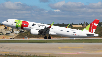 A picture of CSTJN - Airbus A321251N - TAP Air Portugal - © Luciano Bragança