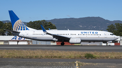N24211 - Boeing 737-824 - United Airlines
