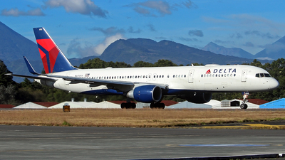 A picture of N6705Y - Boeing 757232 - Delta Air Lines - © César Vielman