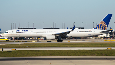 N77867 - Boeing 757-33N - United Airlines