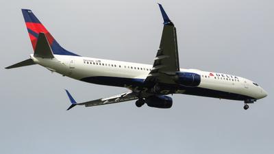 A picture of N825DN - Boeing 737932(ER) - Delta Air Lines - © Eduardo Manuel