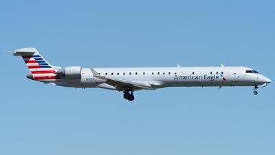 A picture of N915FJ - Mitsubishi CRJ900ER - American Airlines - © Eric Siebeneicher