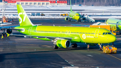 A picture of VPBDT - Airbus A320214 - S7 Airlines - © Alexander Lebedev