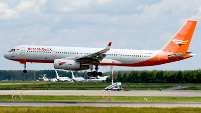 RA-64017 - Tupolev Tu-204-100 - Red Wings