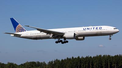 N2748U - Boeing 777-300ER - United Airlines