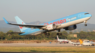 G-OBYH - Boeing 767-304(ER) - Thomson Airways