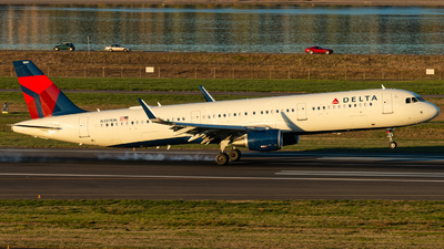 A picture of N397DN - Airbus A321211 - Delta Air Lines - © Russell Hill