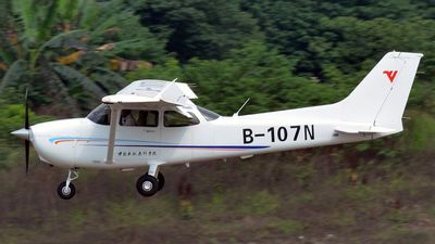 B-107N - Cessna 172S Skyhawk SP - Civil Aviation Flight University of China