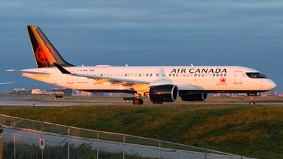 A picture of CGJXW - Airbus A220300 - Air Canada - © Chenhao Gong