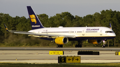 A picture of TFISJ - Boeing 757256 - Icelandair - © Andrew Seong